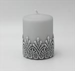 Sv svíčka válec malý šedý Koronka - velkoobchod, dovoz květin, řezané květiny Brno