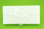 Obálka na peníze s mašličkou bílá - velkoobchod, dovoz květin, řezané květiny Brno
